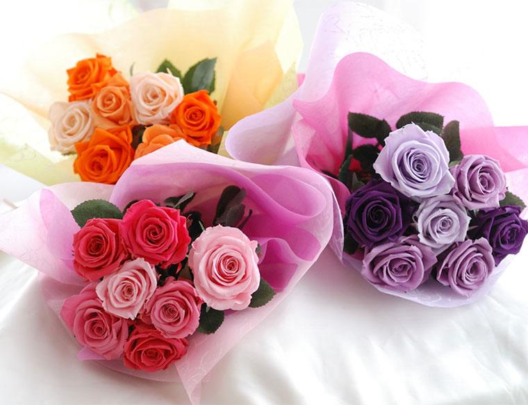 花瓶付きプリザーブドフラワーのバラの花束